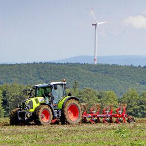 Claas Arion Traktor mit Kongslide / Överum Pflug von Landtechnik Müller