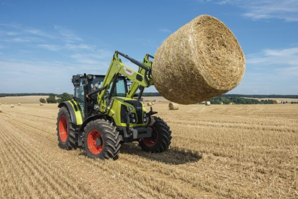 Claas Arion 400 mit Frontlader