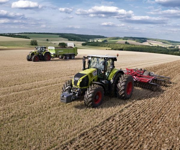 CLAAS_AXION_800_Boden